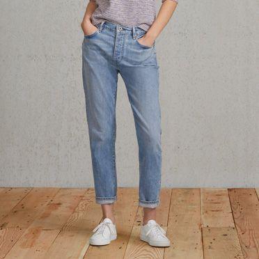 De Levi's® Made & Crafted™ Slouchy Taper heeft ons iconische boyfriend-silhouet. Deze relaxte jeans valt in je taille en op je enkel met een perfecte taps toelopende pasvorm. Het is een klassieke stijl met kenmerkende charme, uniek voor het Levi's®-erfgoed.
