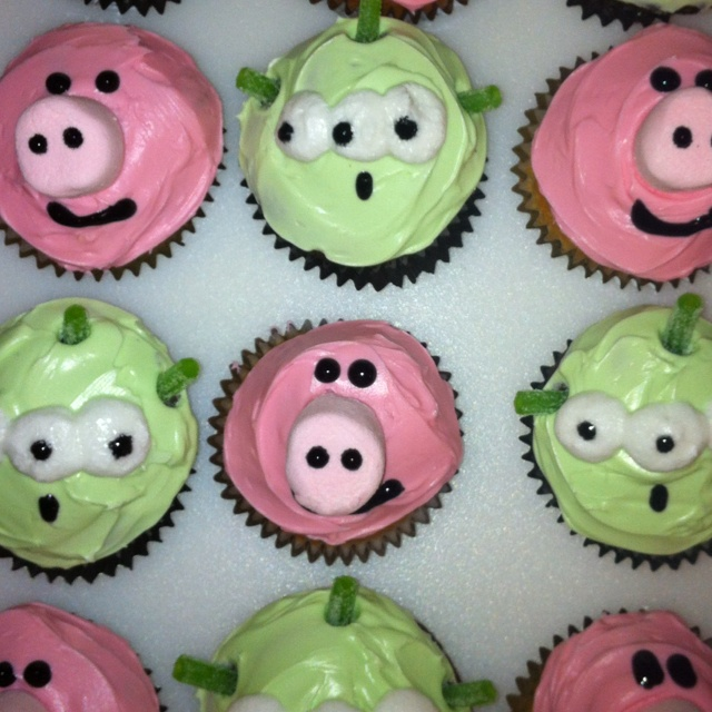 Toy Story Cupcakes - like the alien cupcakes