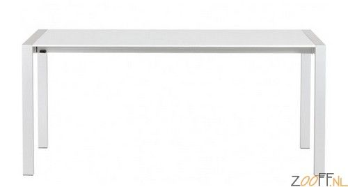 Zooff Design Texas Uitschuifbare Tafel wit - De moderne Zooff Design Texas Uitschuifbare Tafel is een uitschuifbare design tafel met een hoogglans gelakt MDF tafelblad en een geborsteld aluminium frame. De Texas design tafel is eenvoudig en snel uit en in elkaar te schuiven voor het gewenste formaat. De twee verlengstukken (2x een verlengstuk van 45 cm) schuiven netjes onder het tafelblad waardoor het niet op zal vallen dat de tafel uitschuifbaar is.De witte Zooff Design Texas Uitschuifbare…