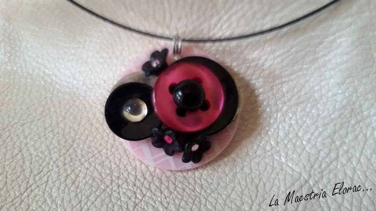 Nouveauté - Collier ras du cou boutons - Bijou artisanal - Boutons anciens metal, nacre, bouton imprimé, cabochon en verre, : Collier par la-maestria-elorac