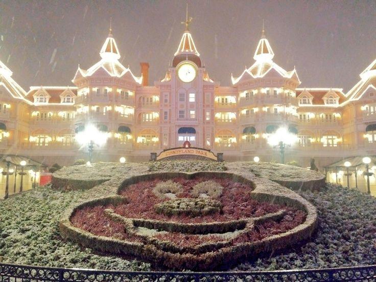 Snow in the Fantasia gardens in front of the Disneyland Hotel in Disneyland Paris DLP