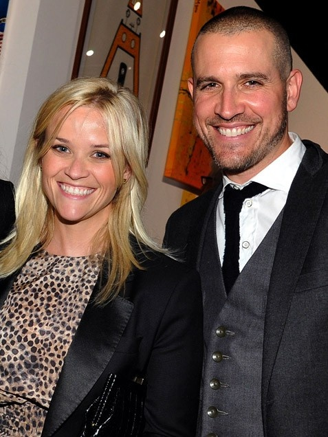Reese Witherspoon & Jim TothReese Witherspoons husband, Hollywood agent Jim Toth, may not be an actor -- but he certainly has the face for it!