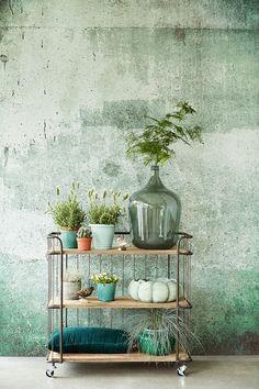 Eijffinger behang voor achter de tv, een mooie groene beton look geeft een industrieel effect.