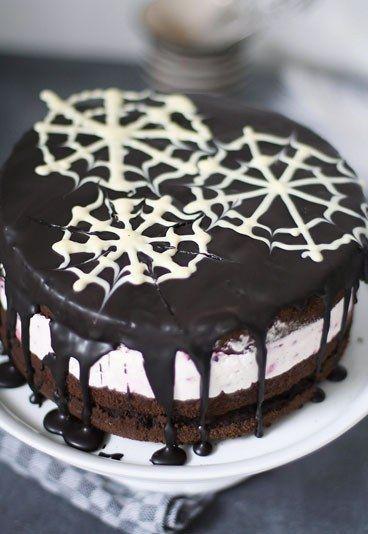 Schokoladen-Brombeer-Torte - das perfekte Kuchen Dessert Rezept für www.gofeminin.de/kochen-backen/die-wunderbare-welt-von-fraeulein-klein-d42460c510873.html