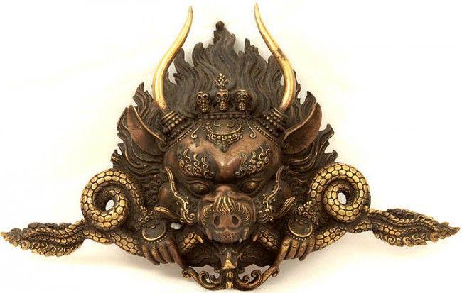 """Название в переводе с санскрита означает «Побеждающий смерть».   После инициации применяем для защиты, лечения и передачи.   (Санскр. Yamantaka - """"Сокрушающий смерть"""", """"Победитель над смертью""""). Считается, что Ямантака – гневное проявление Бодхисаттвы Манджушри."""
