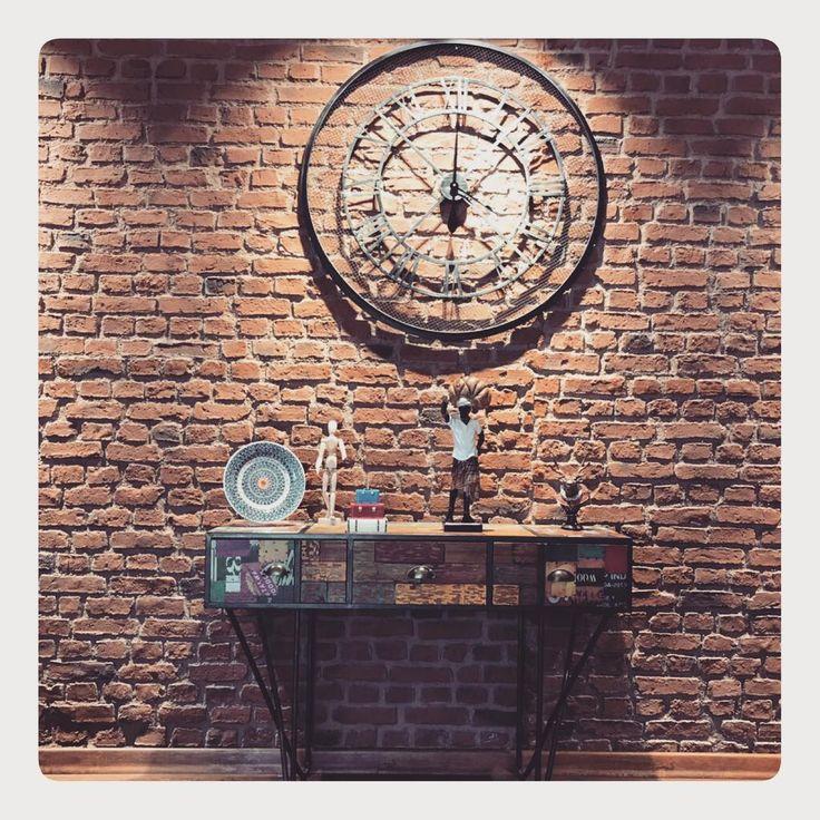 Bazen bir saattir,herşey... #decoration #icmimar #icmimari #ofisdekorasyonu #dekorasyon #modern #mimari #tasarım #design #dream #dekorasyonfikirleri #interiordesign #vintage #retro #ofis http://turkrazzi.com/ipost/1523164824740229991/?code=BUjXlaJAvNn