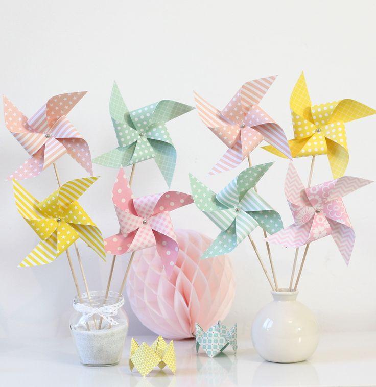 8 moulins à vent pour baptême, anniversaire, mariage, décoration chambre d'enfant... Coloris rose saumon, vert d'eau, jaune : Accessoires de maison par latelierdesconfettis