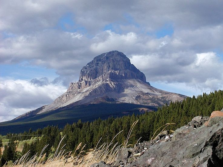 Crows Nest Mountain, Frank, Alberta, Canada