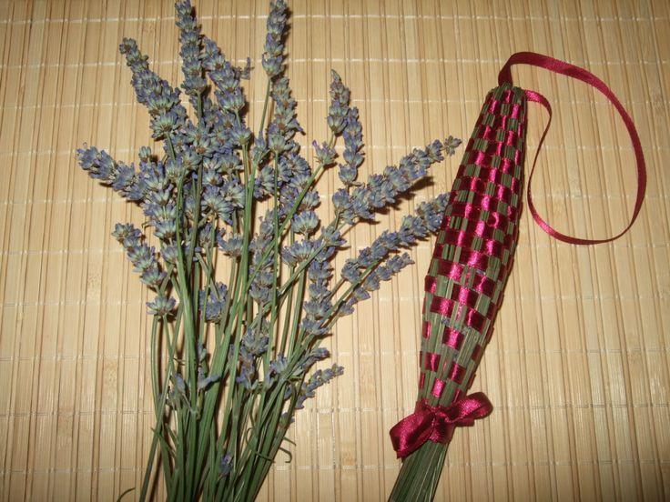 Levendula buzogány készítése  http://www.kedvesajandek.hu/otthonunk-diszei/levendula-buzoganyt-keszitettem