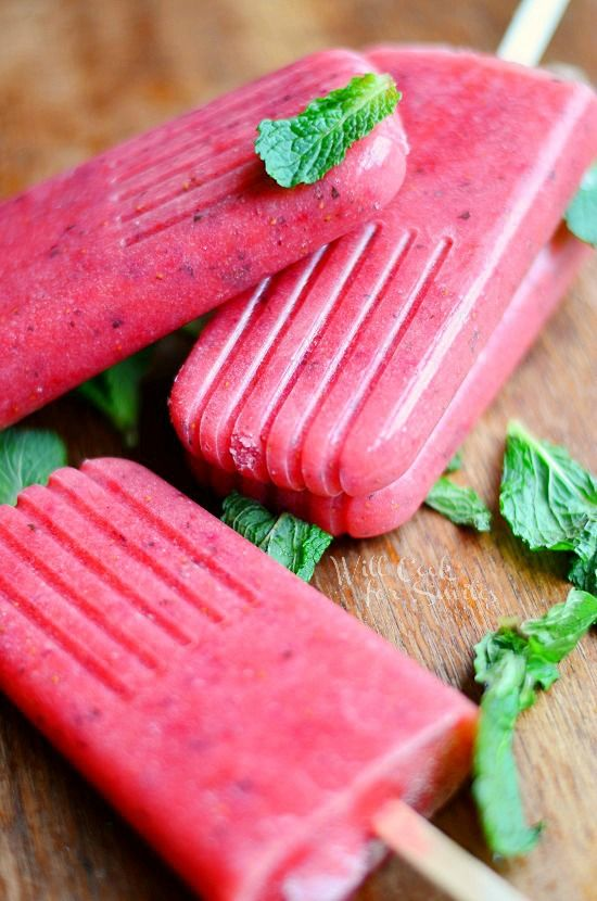 Strawberry Mojito Pops, delicious way to have a refreshign treats and can be non-alcololic or with alcohol! from willcookforsmiles.com