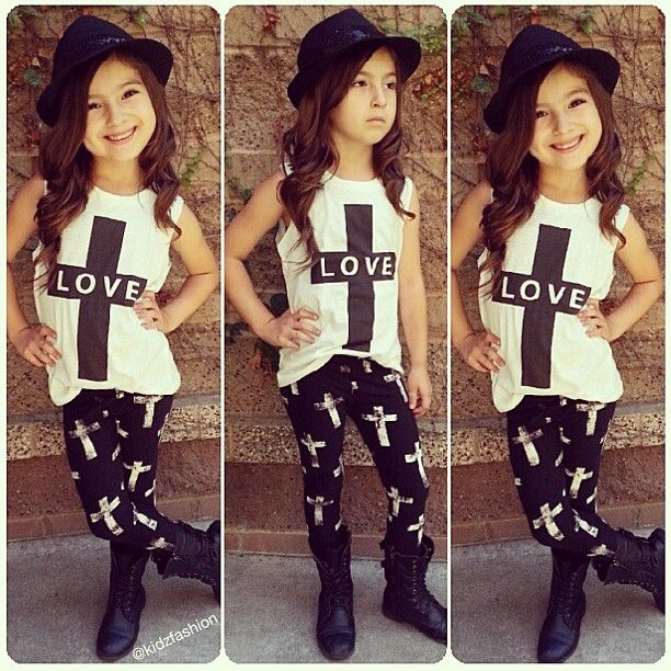 this little girl outfit is super cute ! little fashionista. Little girl fashion. Little girl style.