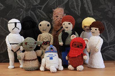 I nr 1 2016 som finns i butik den 22 december har vi med Star Wars-amigurumis. Här bjuder vi Yoda! Av Anna Forslund Gör så här: Huvud: Gör en magisk ring med 6 maskor av det gröna garnet Virka 2 fm i varje maska = 12 maskor. Virka 2 fm i första maskan, 1 fm…