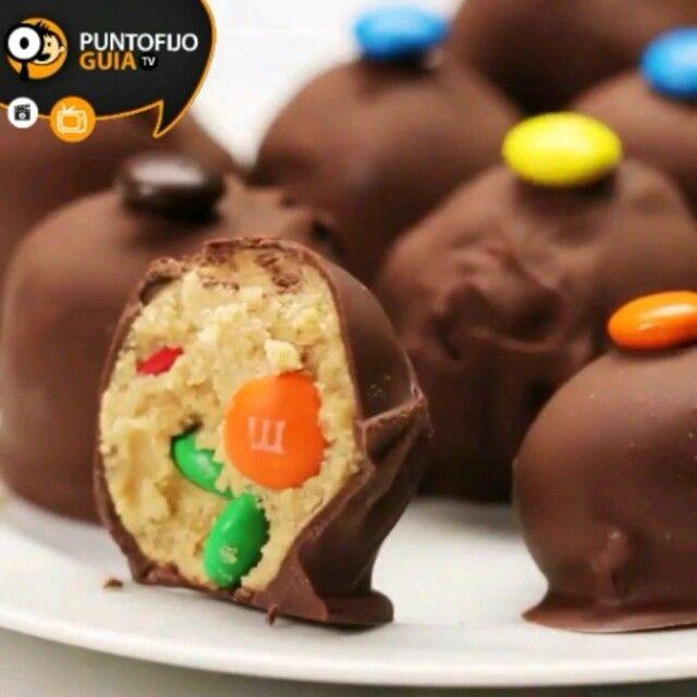 Sin Hornear mantequilla de cacahuete M & M Bolas  RECETA: - 1/2 taza de mantequilla derretida - 1 1/2 tazas de mantequilla de maní - 2 1/2 tazas de azúcar en polvo - Algunos chips de chocolate -Algunos De M & M .  #receta #food #choco #mm #amazing #instagood #instalike #paraguana #puntofijo #likeforlike #ht #tagsforlikes #nuestraciudad #haztenotar #chips #likes #likefood #redessociales #instagram by puntofijoguiatv