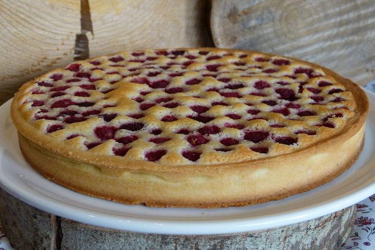 Vous connaissez bien mon addiction aux desserts à base d'amandes maintenant. Aujourd'hui je vous propose d'innover un peu et de faire une tarte financière.