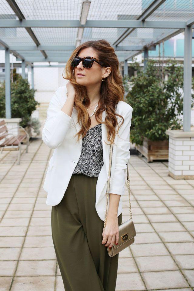 Formal Look. Working Look. Look con pantalones palazzo. A trendy life. #formallook #workinglook #whiteblazer #palazzopants #célinesunglasses #details #suiteblanco #buylevard #michaelkors #zalando #lijewels #celine #outfit #fashionblogger #atrendylife www.atrendylifestyle.com