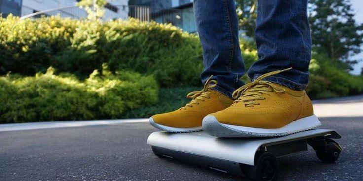 Japonês inventa veículo elétrico do tamanho de um tablet