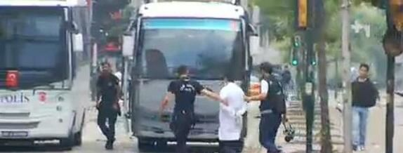 Turkish police takes doctors and paramedics in custody due to their volunteer efforts in Gezi Park protests