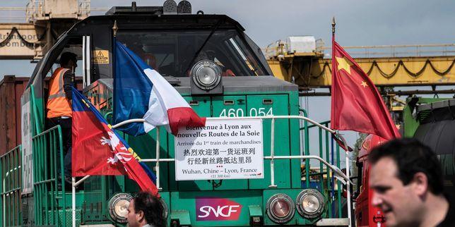 Un train chinois de marchandises est arrivé jeudi à Vénissieux, près de Lyon, après avoir traversé six pays européens. Une première qui s'explique par le coût plus faible du transport ferroviaire.