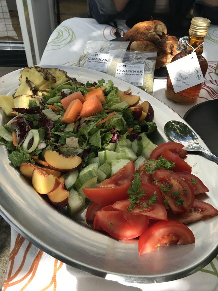 Ett hav av grönsaker, med enkla kryddor och grillad kyckling! En perfekt och enkel sommarmiddag för mig. / Sofie