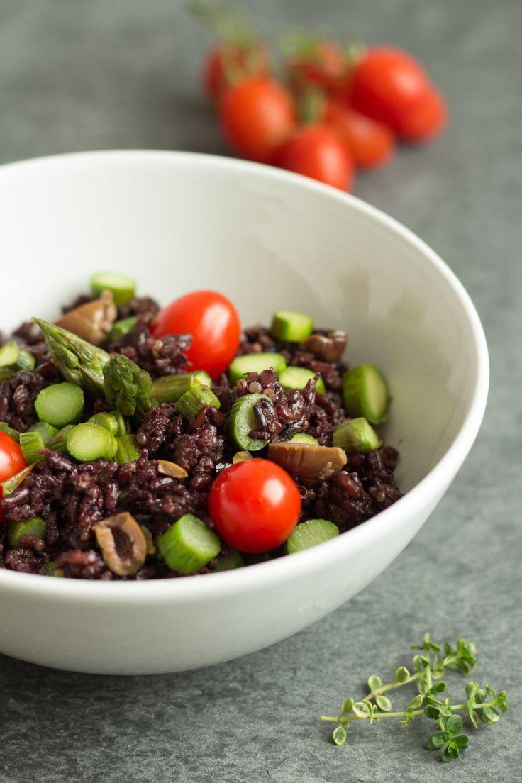 riso nero con olive, asparagi e pomodorini