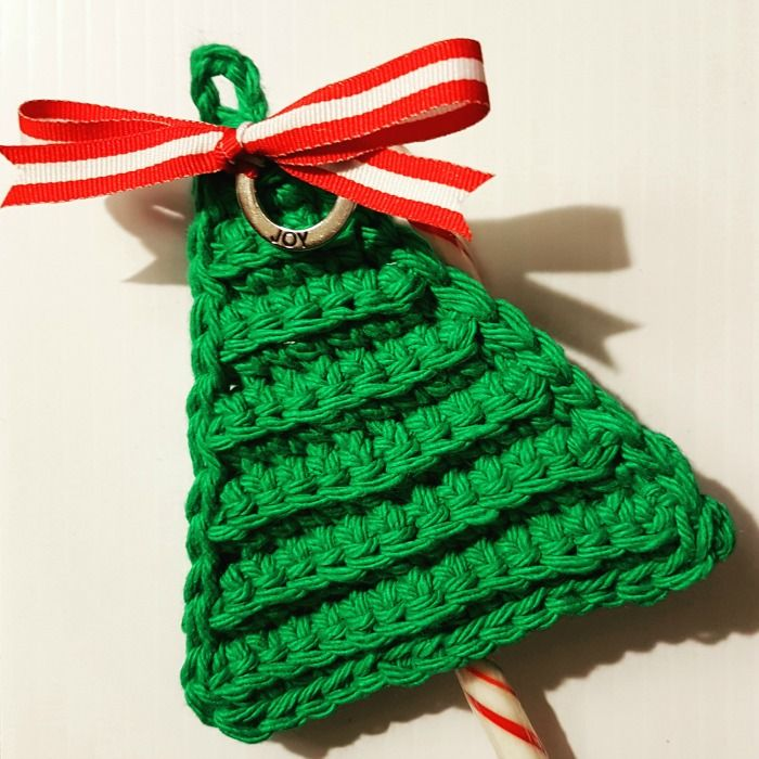 Last Minute Christmas Tree Candy Cane Holder Free Pattern from Oombawka Design Quick and Easy Project - you can make these in about 30 minutes. They look great on presents and decorating your tree. The Candy Cane is secured within the crocheted tree and you can remove it and replace it every year without untying the bow!  Yarn; Medium Weight Yarn Hook: 5 mm (H) On Ravelry? Favorite and Queue here: http://www.ravelry.com/patterns/library/last-minute-christmas-tree-candy-cane-holders