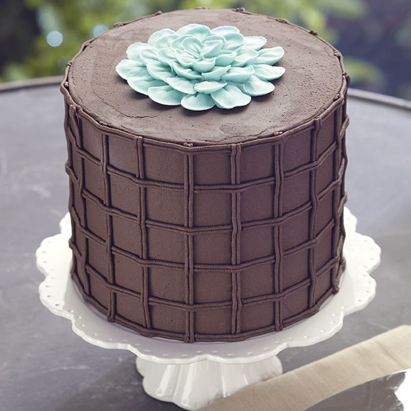Wilton Method® Course 2: Flowers and Cake Design - Chocolate and Blue!  How pretty.