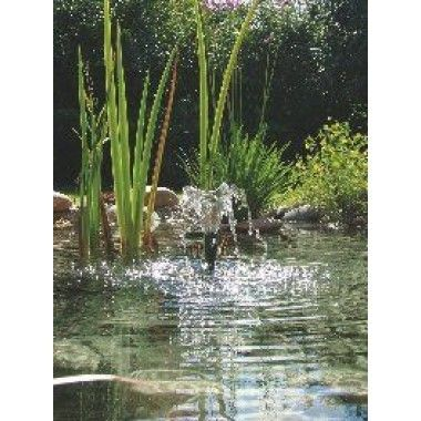 Pompe avec 4 types de jets d'eau. Convient pour bassins de jardin, fontaines et petits ruisseaux. Crépine fine amovible pour l'alimentation des ruisseaux ou du filtre. Rallonge télescopique orientable. Avec protection thermique.