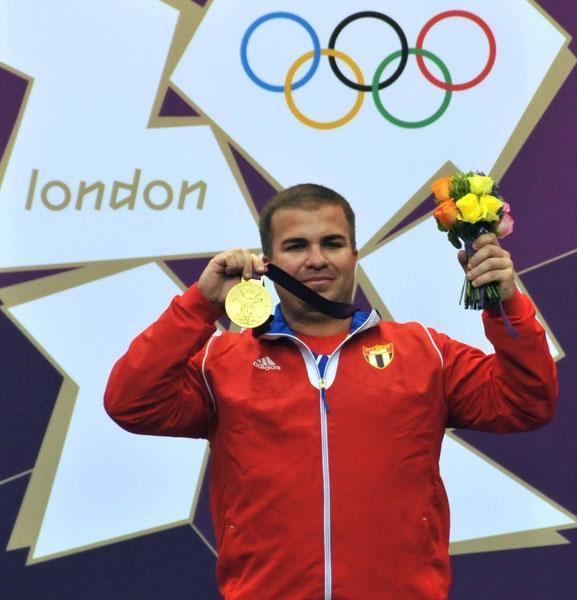 ¡Leuris Pupo campeón olímpico!: El cubano alcanzó la medalla de oro en la pistola de tiro rápido a 25 metros e igualó el récord mundial. Foto: Ricardo López Hevia