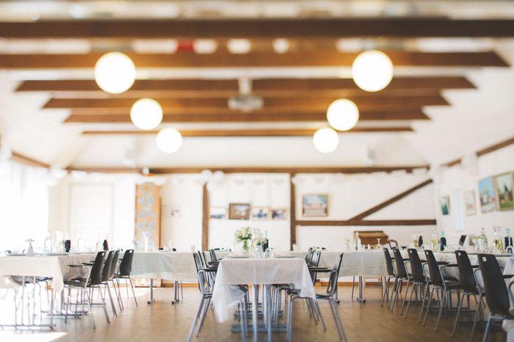 Tips på bröllopslokaler i Skåne!   På bild: bröllopsdukning i bröllopslokal Kvarndala Gård, Malmö.   Foto: bröllopsfotograf Tove Lundquist, Skåne Län.