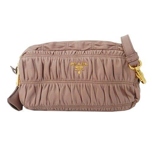 En las #Rebajas de L&S podéis encontrar grandes oportunidades, como este bolso bandolera de piel con pliegues #Prada Nappa Gaufre: bit.ly/1PEWH7S #sales
