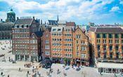 Swissôtel Amsterdam  Description: Geniet van stijlvolle luxe op een geweldige locatie naast de Dam in het hart van Amsterdam. Achter de historische gevels van deze 19de eeuwse gebouwen biedt het hotel aantrekkelijke en moderne met geluidsisolatie en airconditioning uitgeruste kamers die zorgen voor een comfortabele oase van rust in het rumoer van de drukke stad. Het Koninklijk Paleis winkels en theaters zijn om de hoek. Het ontdekken van de rest van Amsterdam en Nederland kan niet…