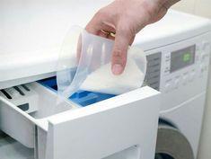 """Städa tvättmaskinen, """"Innanmätet och facken för tvättmedel och sköljmedel. Här finns alltid fukt, rester av tvättmedel, sköljmedel samt luddrester. Allt är favoriter för jästsvampar och mögelsvampar. Så småningom börjar det man tvättat lukta skunk redan när man tar ut det ur tvättmaskinen. Börja med att rengöra tvätt- och sköljmedelsfacken från intorkade rester av tvättmedel och sköljmedel. Kolla också om det finns något som """"växer"""" där. Rengör med varmt vatten och lite diskmedel"""