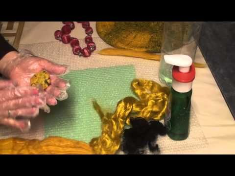 Валяем бусины, пуговицы и жгуты из шерсти - YouTube