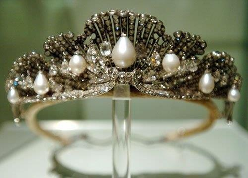 The Shell Tiara, platinum and diamonds forming shells with pear-shaped pearls dangling from their centres, dates to HM Queen Isabella II who offered it to her daughter HRH Infanta Maria Isabel at her wedding to HRH Prince Gaetano of Bourbon-Two Sicilies 1868. The Shell Tiara was inherited by her nephew HM King Alfonso XIII who passed it to his son HRH Don Juan, Count of Barcelona - who offered it to his son HRH Don Juan Carlos at his wedding to HRH Princess Sofía of Greece in 1962.