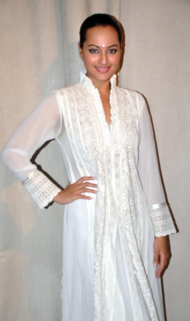 34 best White Party Attire images on Pinterest   Formal dresses ...