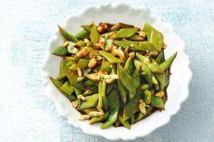Kijk wat een lekker recept ik heb gevonden op Allerhande! Snijbonen en cashewnoten uit de wok