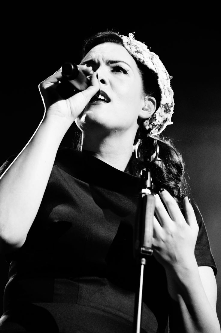 Caro Emerald live during the UK/European Fall Tour 2013. (Photo Anoek van Nunen)