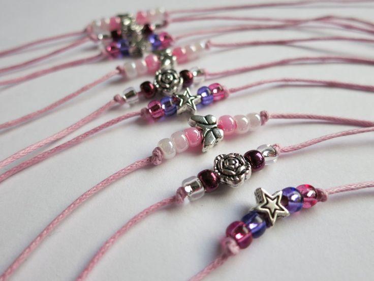 *♥Armbänder für den Kindergeburtstag♥*    Perlen gefädelt auf ein Baumwollband werden einfach um das Handgelenk geknotet.    Sehr gut geeignet für den