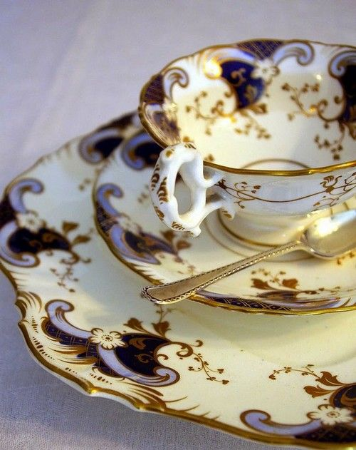 The Prettiest Dinning Crockery Sets -17 photos. Superbcook.com Perfect & Precious in Hues of Royal Purple & Gold