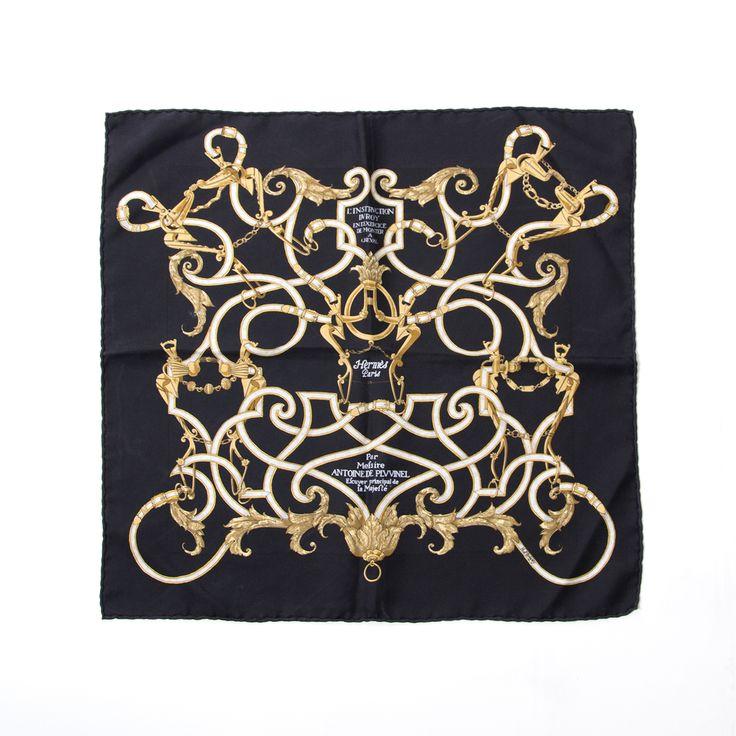 Hermes Gold Chain Scarf, Labellov verkoopt tweedehands Hermes sjaals met de juiste prijs.