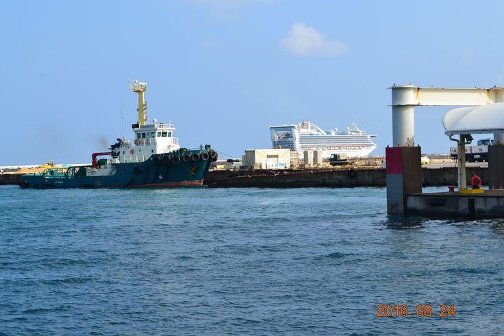 Hirara Port, Miyakojima, Okinawa, Japan 平良港(ひららこう)は、沖縄県宮古島市にある重要港湾。平良港フェリーターミナル