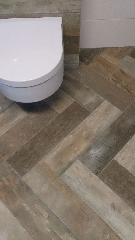 17 beste idee n over visgraat tegel op pinterest hoofdsuite badkamer en gouden badkamer - Deco witte tegel ...
