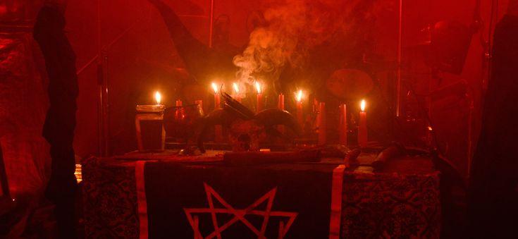 Ecco a voi 10 bizzarri culti religiosi che si possono trovare in giro per il mondo. Il numero uno è pazzesco!