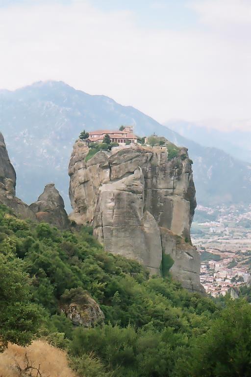 "The ""Meteora"": The beautiful monasteries in Kalambaka, Northern Greece"