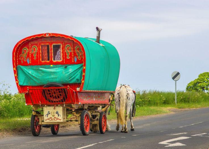 Carro gitano tirado por caballos