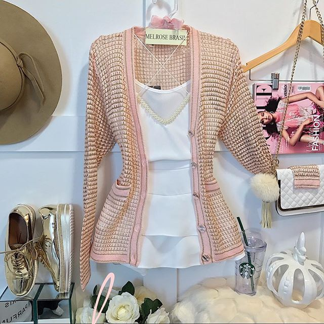 Conjunto branco e kimono rosa claro