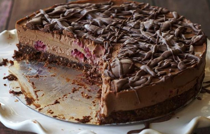 PALEO RAW CHOCOLATE RASPBERRY CAKE