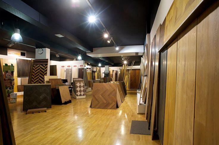 Showroom di 200 mq con un'ampia selezione di parquet