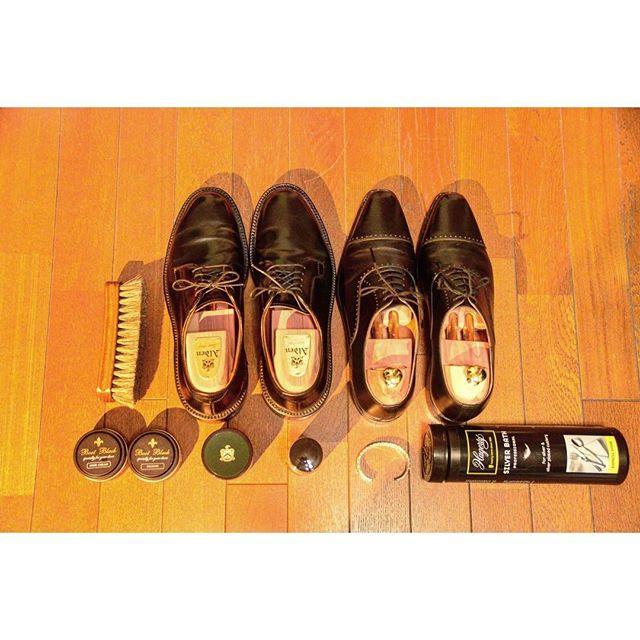 shunk430 雨の日は 靴とアクセサリーのメンテナンス。 ニューヨークで買った #Alden はプライベート用 #aldenshoes  #オールデン #紳士靴 #ScotchGrain #madeinusa #usa #america #fashion #NY #nyc #一眼レフ #バングル #ブラシ #メンテナンス #休日 #gopro #福岡 #japan #靴 #nautilusartjewelry 2016/09/12 16:20:19