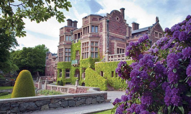 Vem vill inte gifta sig på ett slott ? Välj bland 66 fantastiska slott och herrgårdar där du kan ha just ditt drömbröllop. Vi har listat de mest romantiska…
